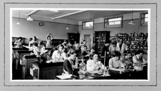 Photo_Album_1954_chemistry.jpg